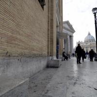 Roma, clochard partorisce a San Pietro con l'aiuto di un'agente di polizia