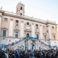 Roma, migliaia di dipendenti comunali in piazza del Campidoglio