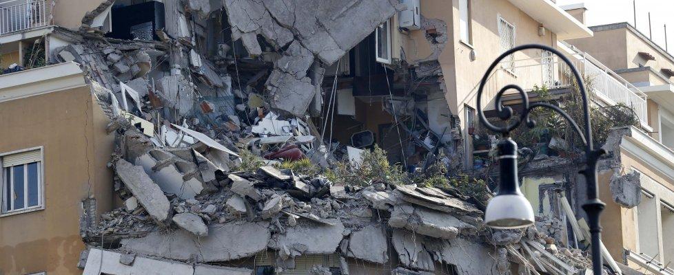 Roma, crolla palazzo: nessun ferito, inquilina dà l'allarme. S'indaga per disastro colposo