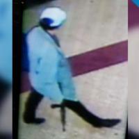 L'uomo ricercato a Termini, ripreso dalle telecamere di sicurezza