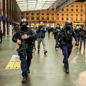 """Roma, Termini: rintracciato dopo 15 ore l'uomo col finto fucile. Gabrielli: """"Forse abbiamo creato più panico noi"""""""