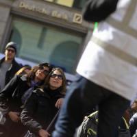 Roma, tassisti in piazza Santi Apostoli contro Uber: