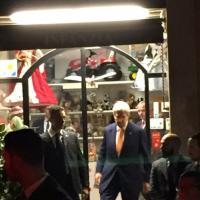 Kerry a Roma, un salto anche in piazza Navona: acquista bambole per le nipoti