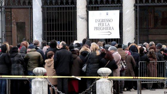 Giubileo, al Verano migliaia in coda per Padre Pio. In serata le spoglie in chiesa di piazza Navona