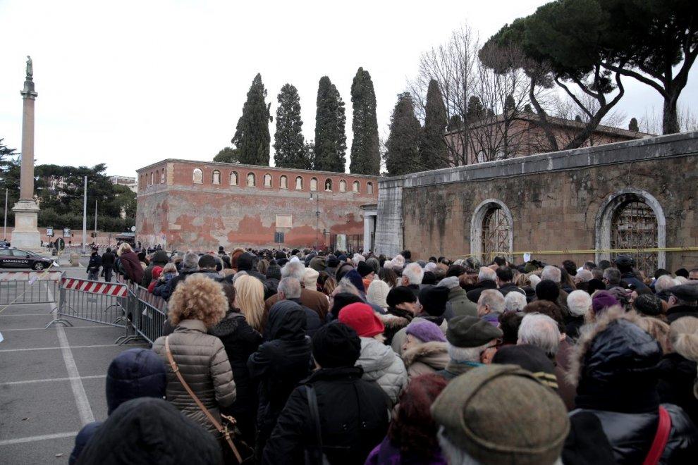 Giubileo, migliaia in fila a Roma per l'omaggio a Padre Pio