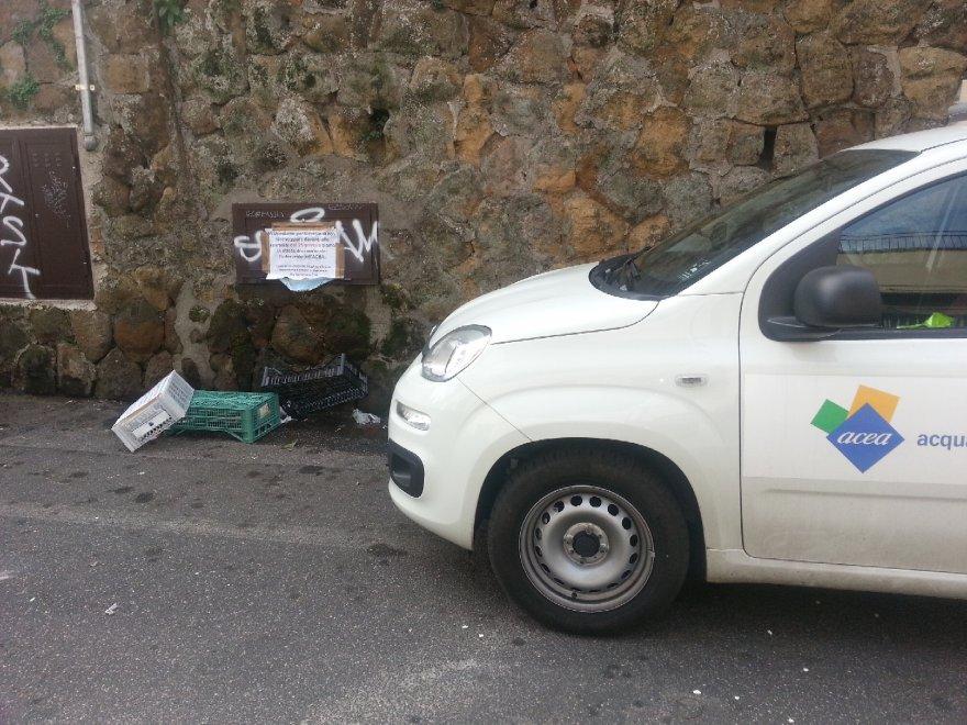 """Roma, l'ironia delle suore sul cartello: """"Attendiamo il miracolo dell'intervento Acea"""""""