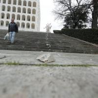 Roma, vandalizzata la scalinata del Colosseo quadrato all'Eur