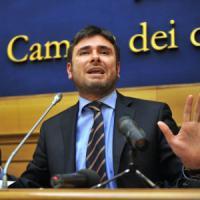 """Comunali, Di Battista: """"Il codice M5s nostro orgoglio. Amministreremo Roma con il pugno..."""