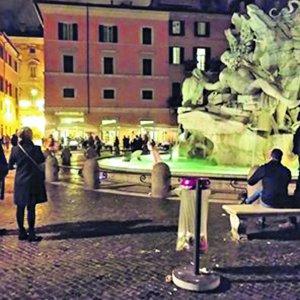 Fino a 500 euro di multa per i bagni nelle fontane di Roma