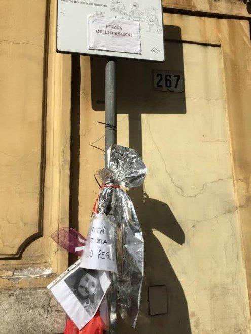 """""""Piazza Giulio Regeni"""": un cartello a Villa Ada, davanti all'Ambasciata d'Egitto"""