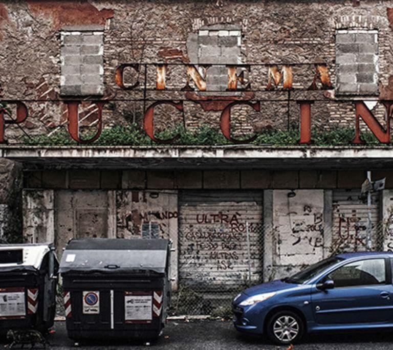 Roma, cinema paradiso addio: degrado e supermarket nelle fabbriche di sogni