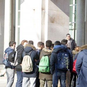 Viterbo, perseguita alunno e incita compagni ad atti di bullismo: sospesa una professoressa