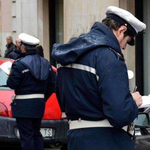 Roma, ztl e targhe fantasma: dirigente pubblico colleziona oltre mille multe