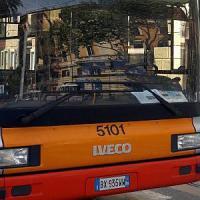 Roma, esplode copertone su un bus sulla Gianicolense: