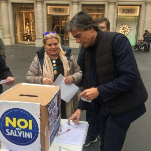 """Roma, chiuse le 'primarie leghiste'. Salvini: """"Hanno votato oltre 10mila romani"""""""