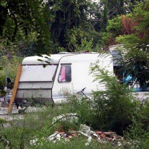 Castel Romano, bastonate e tentato stupro su donna incinta: due arresti