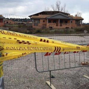 Roma, sequestrati dai vigili 72 villini in costruzione a Casal Bernocchi