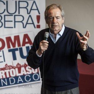 """Comunali, Bertolaso: """"Se vince il no o se meno di 10mila a gazebarie, mollo Roma"""". Salvini insiste: """"Non è mio candidato"""""""