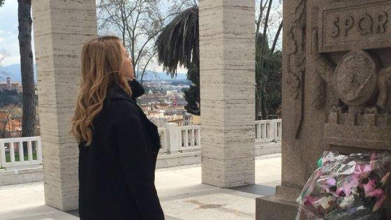 """Comunali Roma, Raggi punge Meloni: """"A volte ritornano. L'ha mandata Alemanno?"""""""