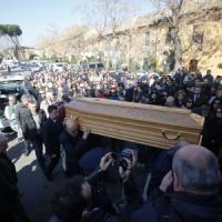 Roma, i funerali di Varani. Gli amici: