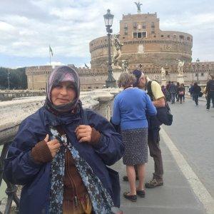 "Roma, Isabela la mendicante umiliata su Ponte Sant'Angelo: ""Ho avuto paura e sono andata via"""