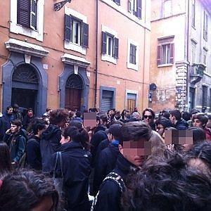 Roma, ancora caos al liceo Virgilio: corteo degli studenti in via Giulia e proteste