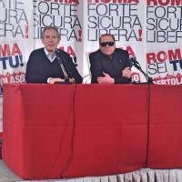 Roma, Berlusconi da Bertolaso con occhiali scuri: