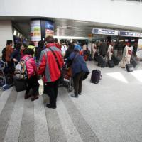 Fiumicino, riprendono i voli da e per Bruxelles dopo gli attentati. Falso allarme bomba al Terminal 3