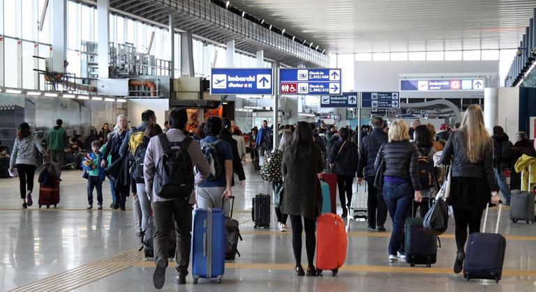 Roma eritreo espulso dal volo parte la protesta online for Cambio orario volo da parte della compagnia
