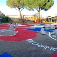 Roma, Green day alla Munari: bambini e insegnanti puliscono i giardini della scuola