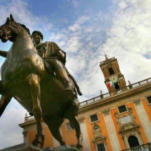 Comunali a Roma, la campagna anti-partiti è un boomerang