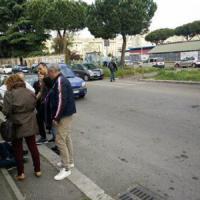 Roma, due bambini investiti sulle strisce pedonali scolorite vicino a scuola: non sono gravi