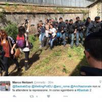 Roma, attivisti Baobab occupano ex ittiogenico a Tiburtina: la polizia li sgombera