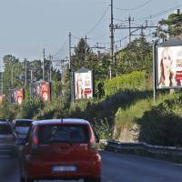 Roma, la Salaria invasa da cartelloni elettorali: Meloni e Marchini la fanno da padrone