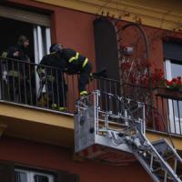 Roma, paura a Prati: in fiamme  la casa che fu di Pino Daniele