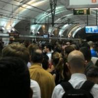 Roma, paura a Termini. Metro bloccata per tentato  borseggio. Passeggeri
