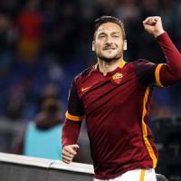 """Totti, sul contratto la Roma chiede a tutti il silenzio. Lui: """"Vedremo..."""""""