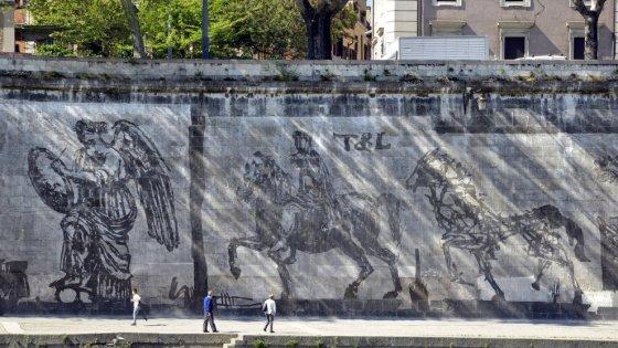 Roma, invasione digitale sugli stencil di Kentridge: ecco le immagini