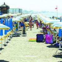Spiagge aperte a Ostia, ma è caos:
