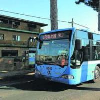 Castelli, a fuoco bus Cotral con a bordo studenti: nessun ferito