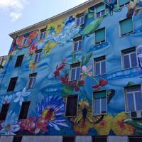 Fiori e farfalle, la street art fa primavera sulla facciata del liceo Caravaggio a Roma
