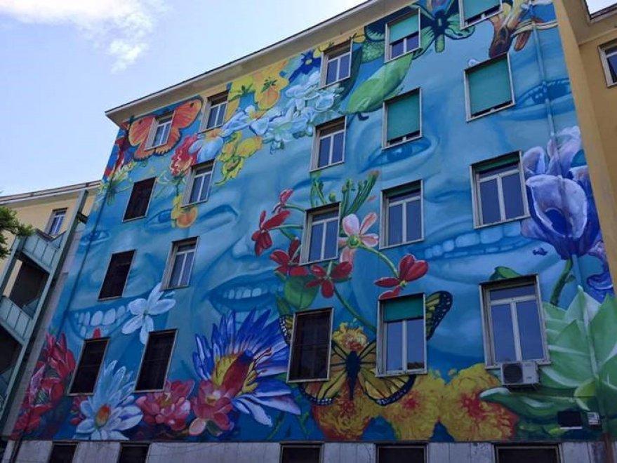 Fiori e farfalle la street art fa primavera sulla facciata del liceo caravag - Sculptures metalliques murales ...