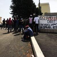 Roma, migranti occupano lo Sprar di Rebibbia: