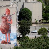 Roma, un murale a Primavalle e