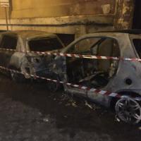 Roma, clochard dà alle fiamme due auto in parcheggio caserma carabinieri