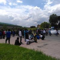 Rifugiati del Cara bloccano per protesta la rotatoria sulla via Tiberina: