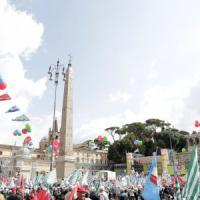 Roma, manifestazione pensionati crea maxi ingorgo: la protesta dei commercianti