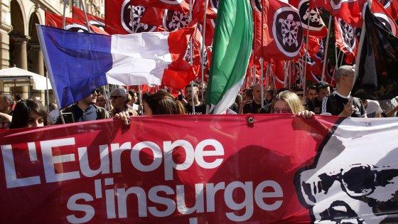 Roma, corteo CasaPound e contro-sfilata Anpi: 2mila agenti schierati