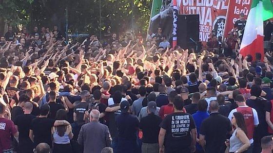 """Roma, saluti romani al concerto fascio-rock al Colle Oppio. Iannone: """"Ci siamo presi il Colosseo"""""""