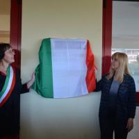 Pomezia, una scuola media dedicata a Fabrizio De André: l'inaugura Dori Ghezzi